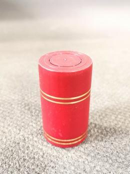 Колпачок полимерный Гуала 59мм, золотые кольца, красный, матовый