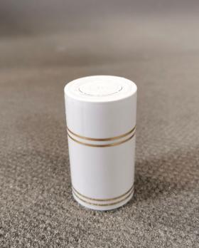 Колпачок полимерный Гуала 59мм, золотые кольца, белый